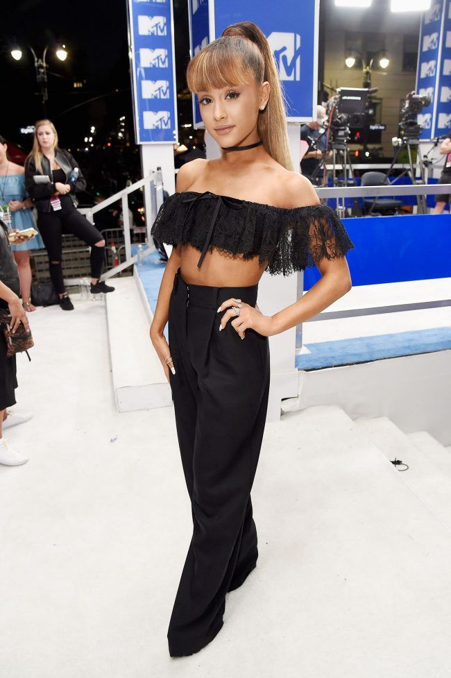 Ariana-Grande-MTV-VMA-red-carpet-2016